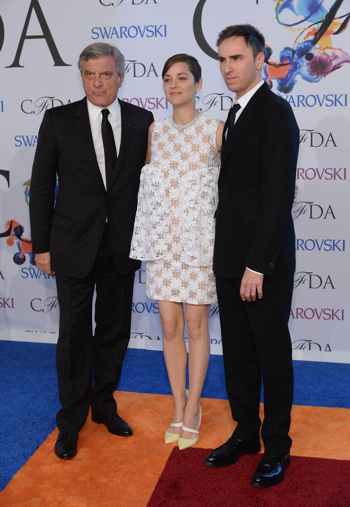 https://wmfeeddotme.files.wordpress.com/2014/06/cfda-awards-sidney-toledano-marion-cotillard-raf-simons.jpg