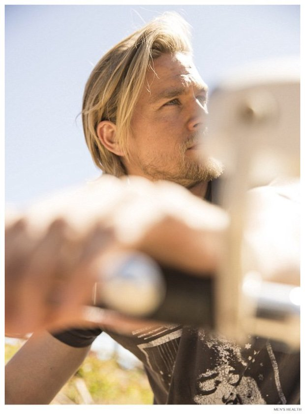 Charlie-Hunnam-Mens-Health-December-2014-Photo-Shoot-004