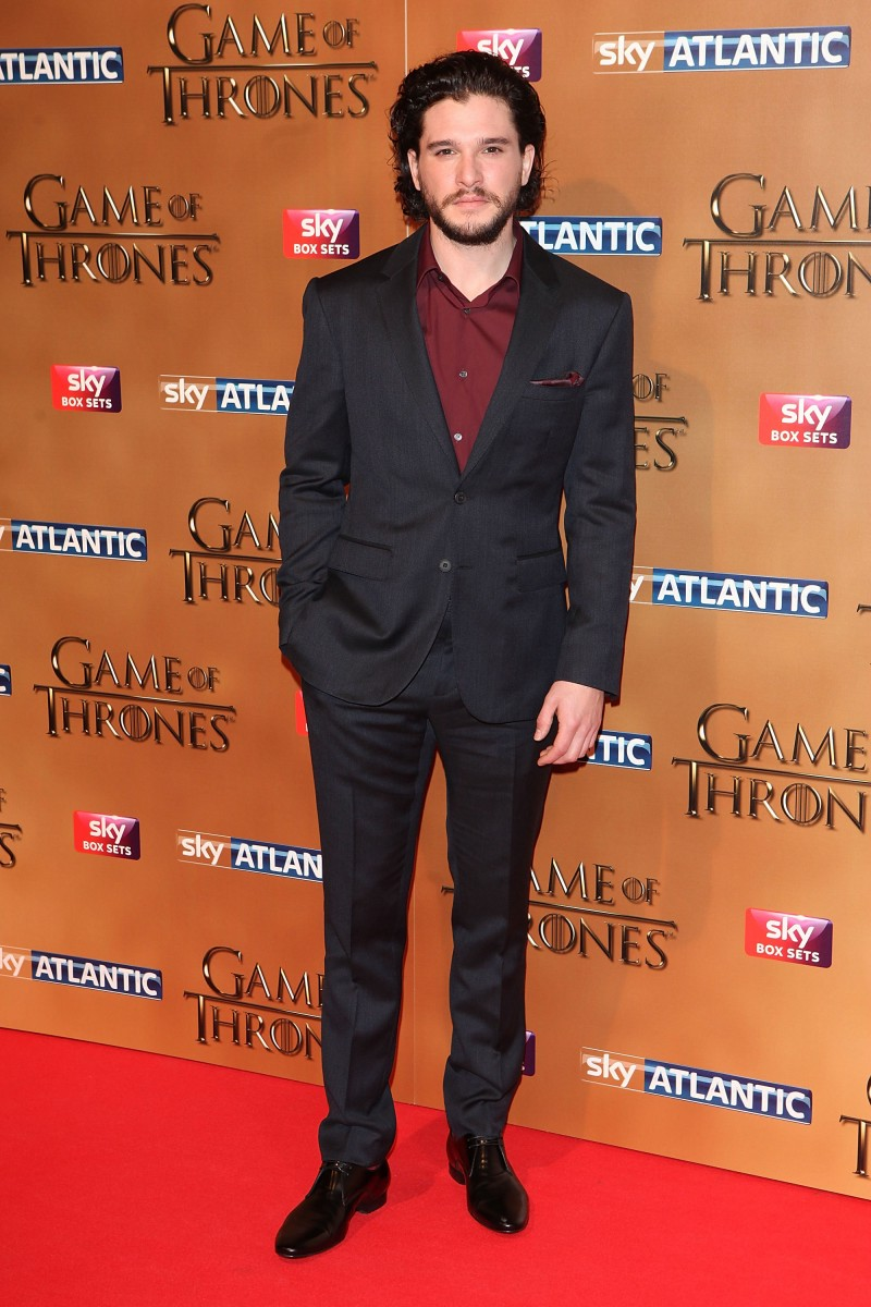 Kit-Harington-Burberry-Suit-Game-of-Thrones-2015-Photo-800x1200