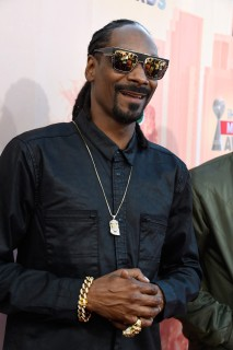 Snoop-Dogg-2015-iHeartRadio-Music-Awards