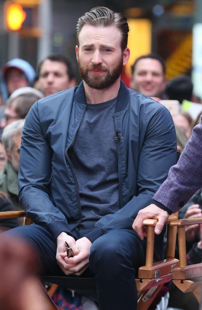 Captain America Pranks Comic Fans with Surprise Escape ...