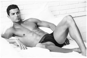 Cristiano-Ronaldo-Underwear-Photo-Shoot-2015-Campaign-003