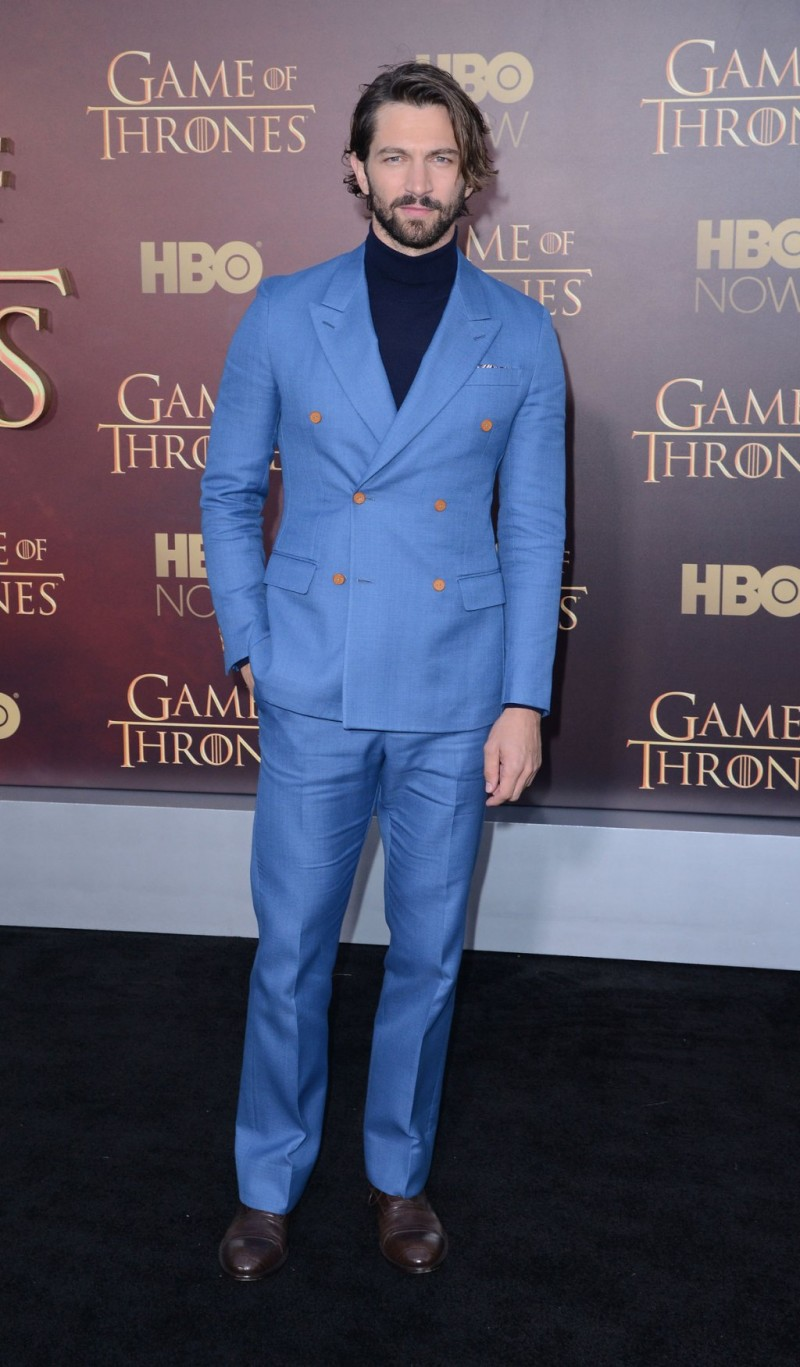 Michiel-Huisman-Louis-Vuitton-Double-Breasted-Suit-Turtleneck-Picture-Game-of-Thrones-800x1367