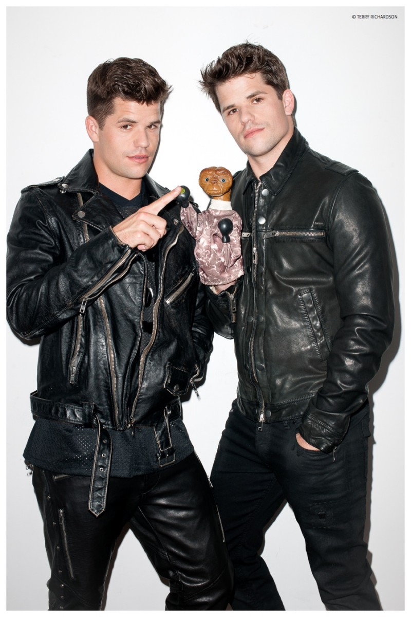 Max-Charlie-Carver-Terry-Richardson-2015-Photo-Shoot-005-800x1200