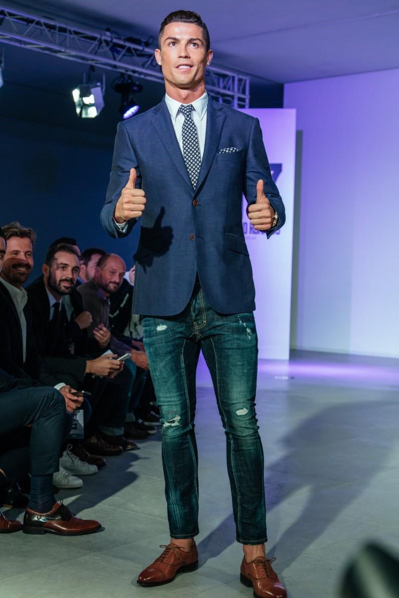 Cristiano-Ronaldo-CR7-Footwear-Fall-Winter-2015-Runway-Show-001-800x1200