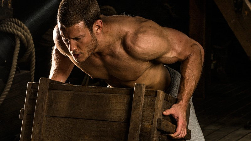 Tom-Hopper-Workout-Muscle-Fitness-2015-Photo-Shoot-003-800x451