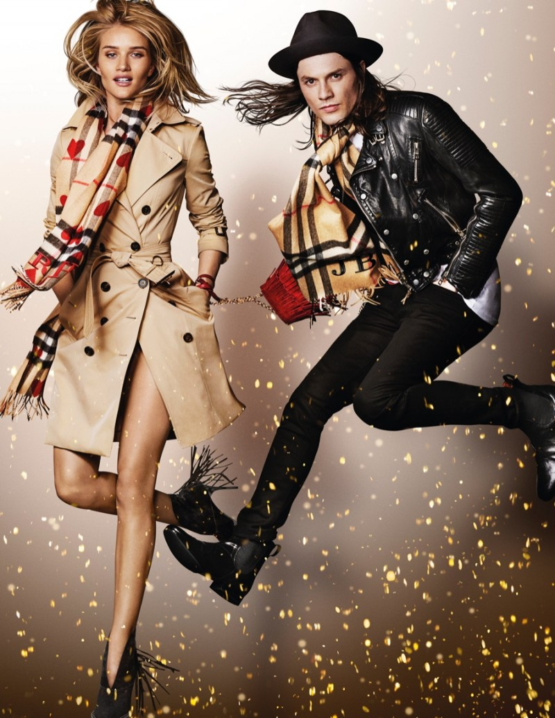 Rosie-Huntington-Whiteley-James-Bay-2015-Burberry-Festive-Campaign-800x1036