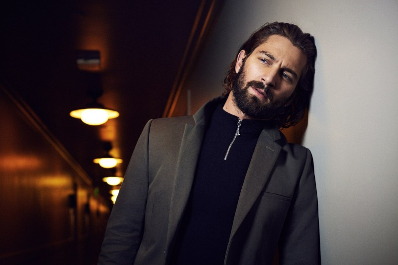 Michiel-Huisman-2016-Photo-Shoot-Icon-005-800x533
